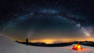 Stargazing with a camping tent with clear top
